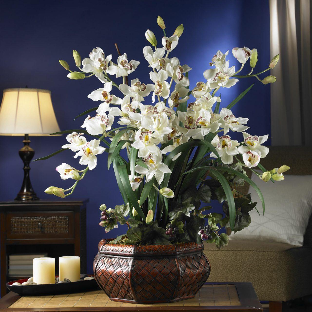 Khách hàng có thể cân nhắc, lựa chọn loại hoa trang trí phù hợp cho mình