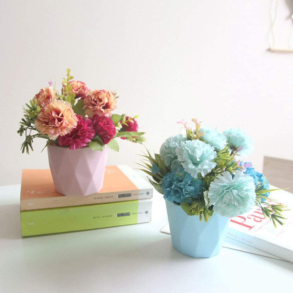 Trang trí bàn làm việc bằng các chậu hoa cảnh để bàn nhỏ xinh đang là lựa chọn được nhiều người cân nhắc
