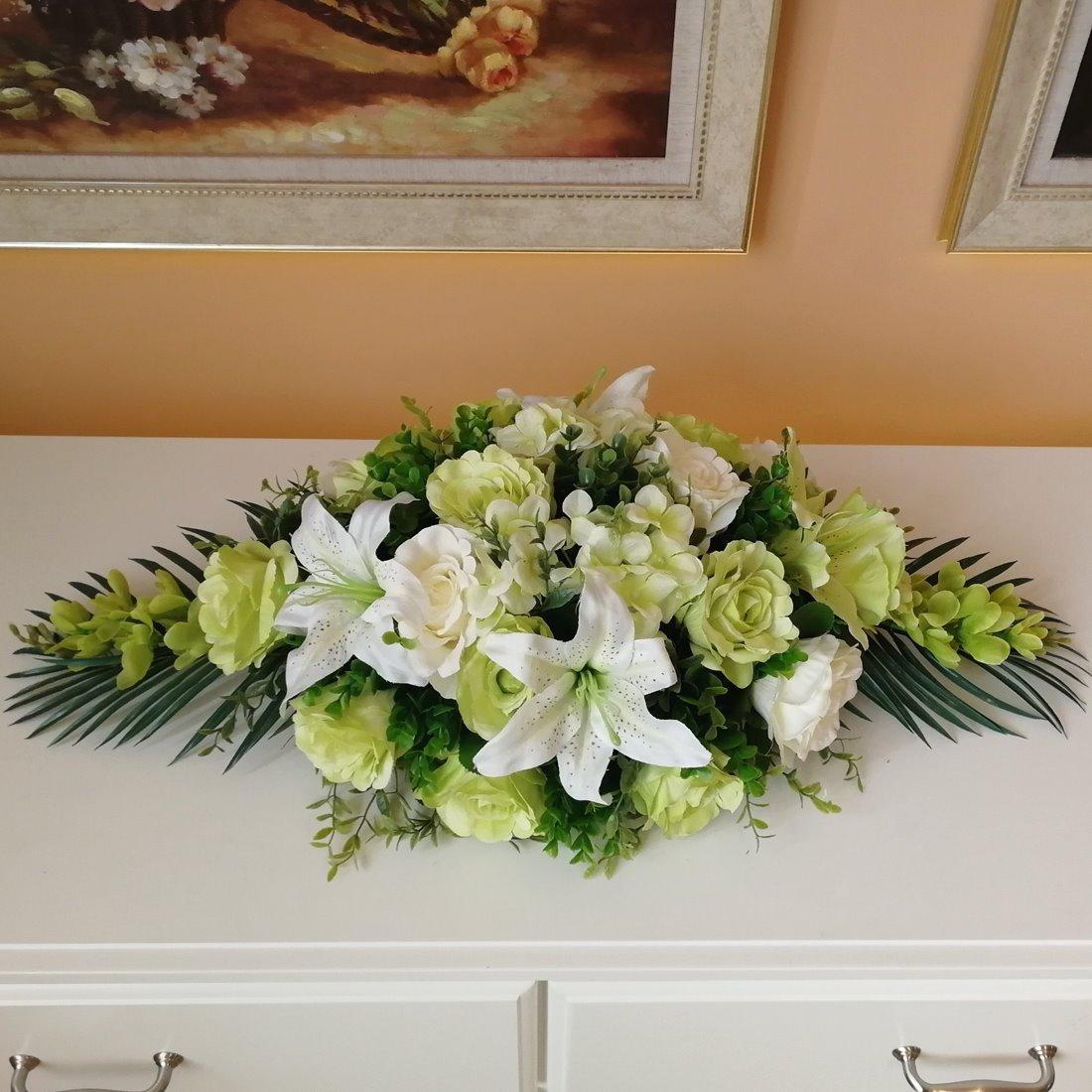 Mẫu hoa để bàn hội nghị nên chọn hoa có màu sắc tươi tắn, trang nhã
