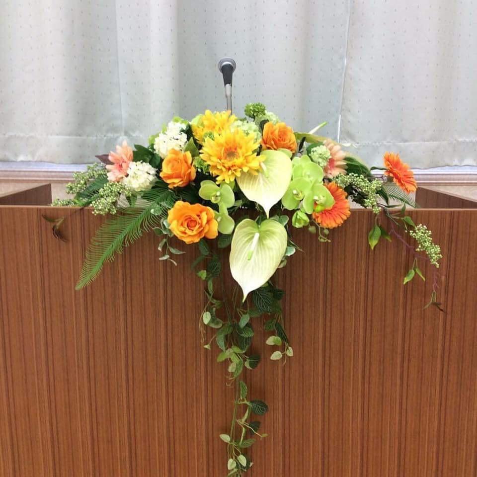Hoa để bục được lựa chọn thường mang ý nghĩa tượng trưng tốt đẹp