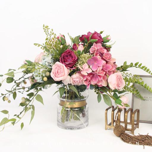 Lựa chọn loại hoa phù hợp để tạo nên các mẫu cắm hoa đơn giản nhưng không kém phần ấn tượng