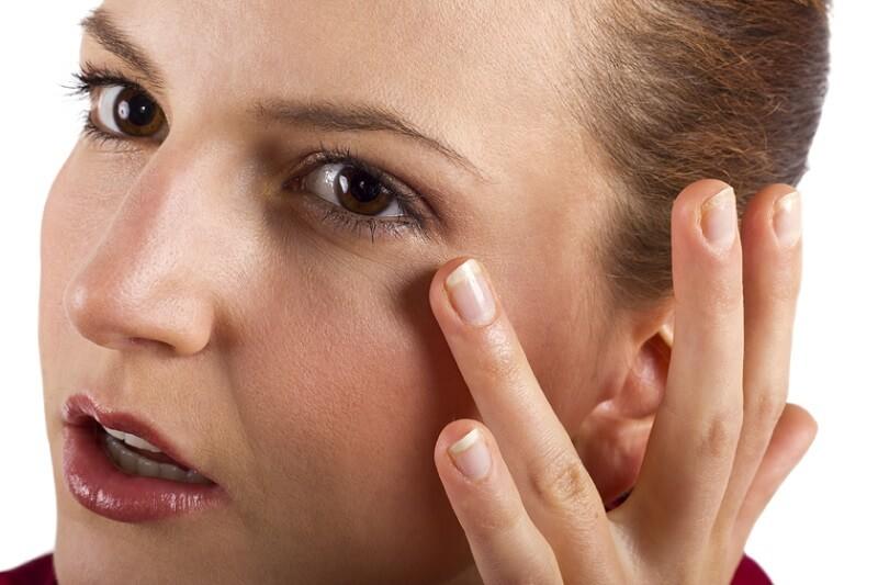 Massage mắt cũng là giải pháp giảm sưng cực hữu hiệu