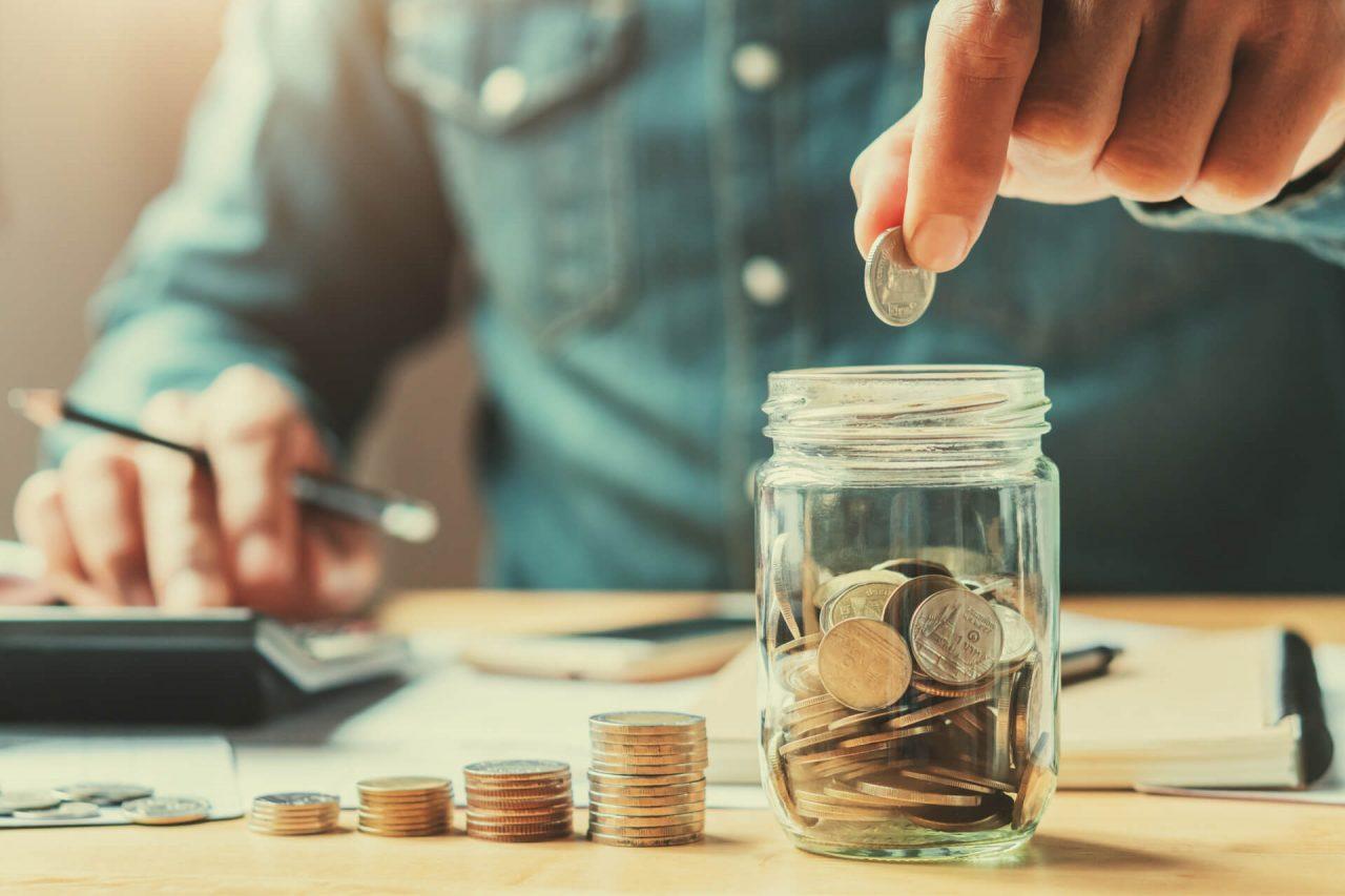 Đừng quên dành ra 1 khoản tiền để tiết kiệm