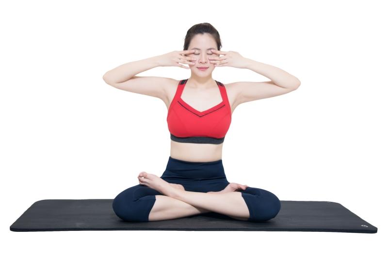 Luyện tập yoga cũng là 1 cách để thanh lọc cơ thể, lấy lại nét xuân.