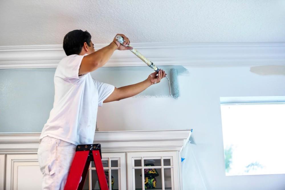 Trước tiên, hãy sơn lại tường mới, khởi đầu cho các bước trang trí tường ngày tết