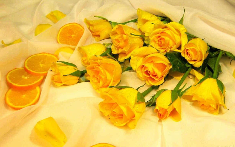 Có thể lên ý tưởng trang trí hoa hồng vàng theo thị hiếu của riêng mình