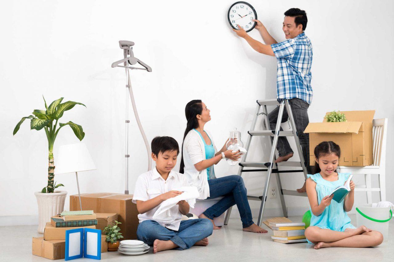 Dọn dẹp nhà cửa là điều cần chú trọng đầu tiên trong cách trang trí ngày tết đơn giản