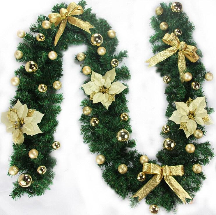 Dây lá thông trang trí noel xuất hiện nhiều trong dịp Giáng Sinh