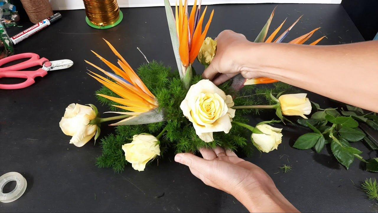 Cân nhắc trong chọn lựa chất liệu hoa để bàn họp đẹp
