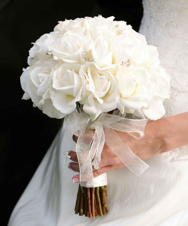 Tặng số bông hoa hồng trắng tương ứng với lời nhắn gửi nhất định