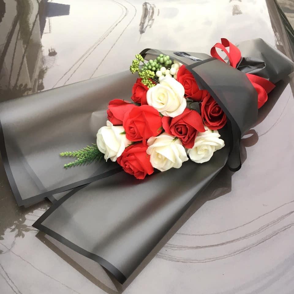 Bạn có thể kết hợp những loại hoa hồng màu sắc khác nhau để tăng sự thu hút, rực rỡ