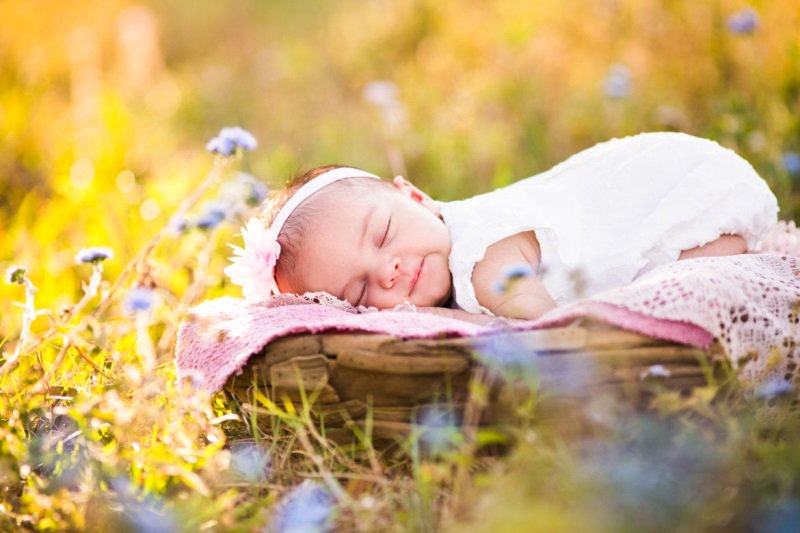 tắm nắng cho bé sơ sinh