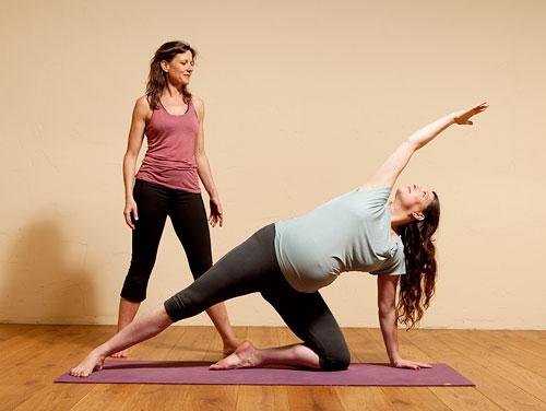 5-loi-ich-tuyet-voi-ma-cac-bai-tap-yoga-mang-den-cho-ba-bau-01