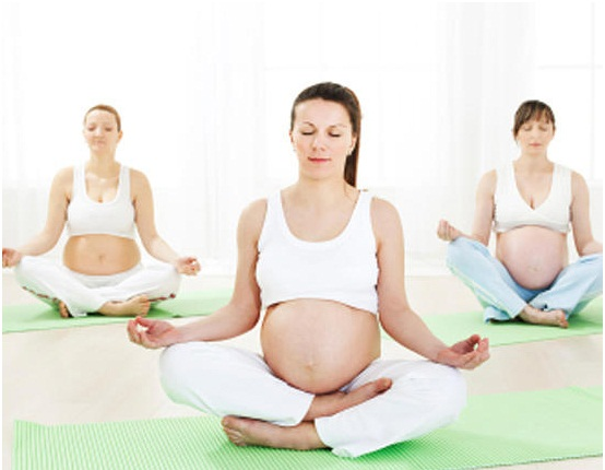 5-loi-ich-tuyet-voi-ma-cac-bai-tap-yoga-mang-den-cho-ba-bau-04