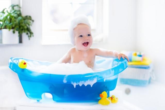 5 tiêu chí bắt buộc khi mua chậu tắm bé