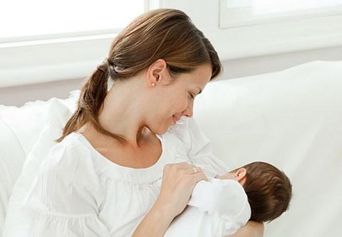 Sữa-mẹ-nguồn-dinh-dưỡng-tốt-nhất-cho-be