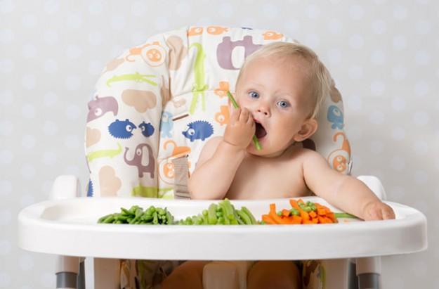 Ăn dặm cho bé – ba mẹ cần thuộc nằm lòng những điều này