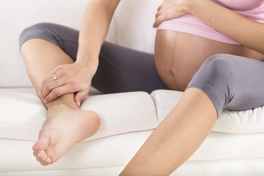 Bà bầu bị phù nề chân: nguyên nhân và 5 cách đặc trị