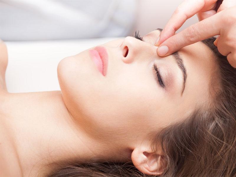 Massage khoang mũi là cách làm đơn giản nhưng đem lại hiệu quả giảm tình trạng nghẹt khá nhanh chóng