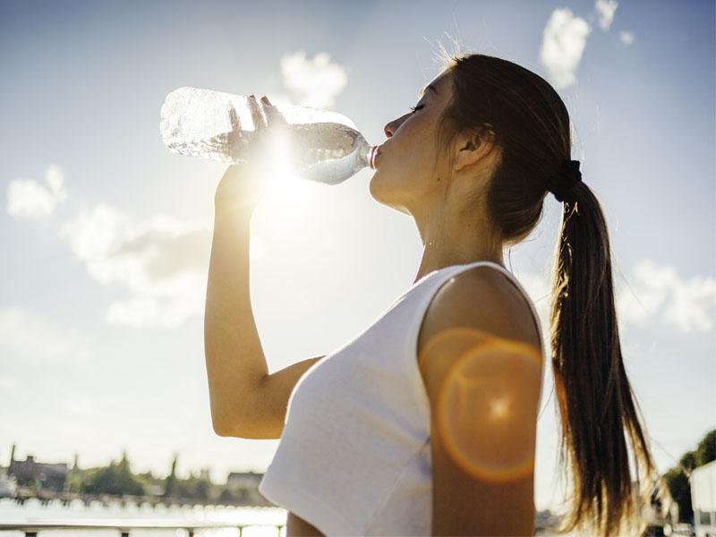 Làm sao để giảm mỡ bụng? - Uống đủ nước mỗi ngày là điều đầu tiên mà bạn cần lưu ý